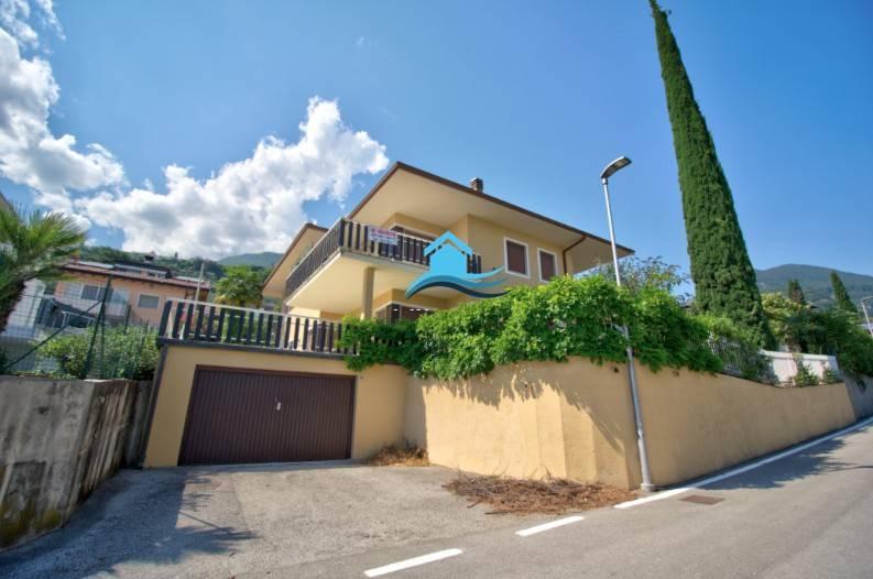 Villa Singola con più unità abitative Tenno