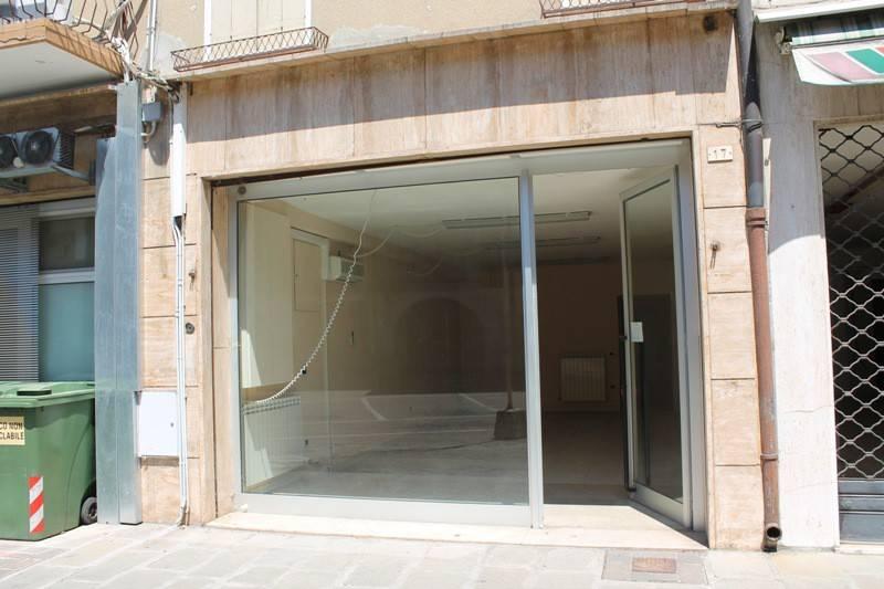 Negozio / Locale in vendita a Lendinara, 1 locali, prezzo € 48.000 | CambioCasa.it