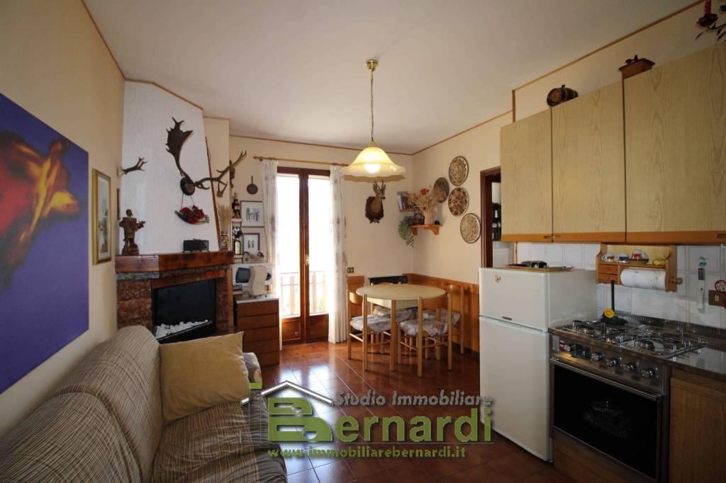 Appartamento in buone condizioni in vendita Rif. 7929254