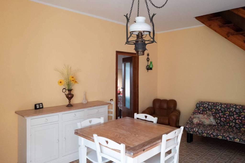Casa Indipendente in buone condizioni arredato in vendita Rif. 9146159