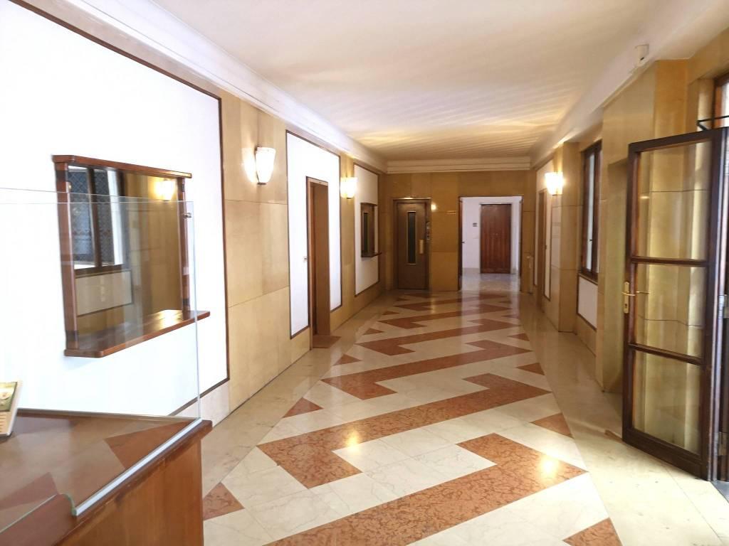 Ufficio / Studio in affitto a Varese, 6 locali, prezzo € 800   CambioCasa.it