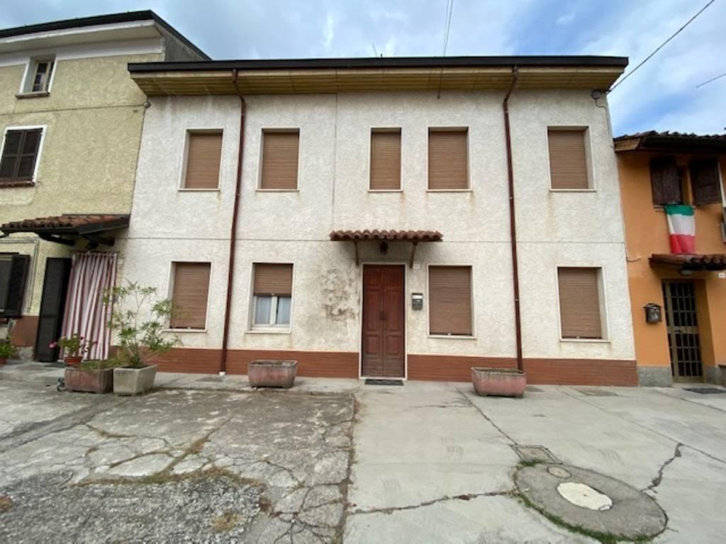 Soluzione Indipendente in vendita a San Colombano al Lambro, 7 locali, prezzo € 149.000 | PortaleAgenzieImmobiliari.it
