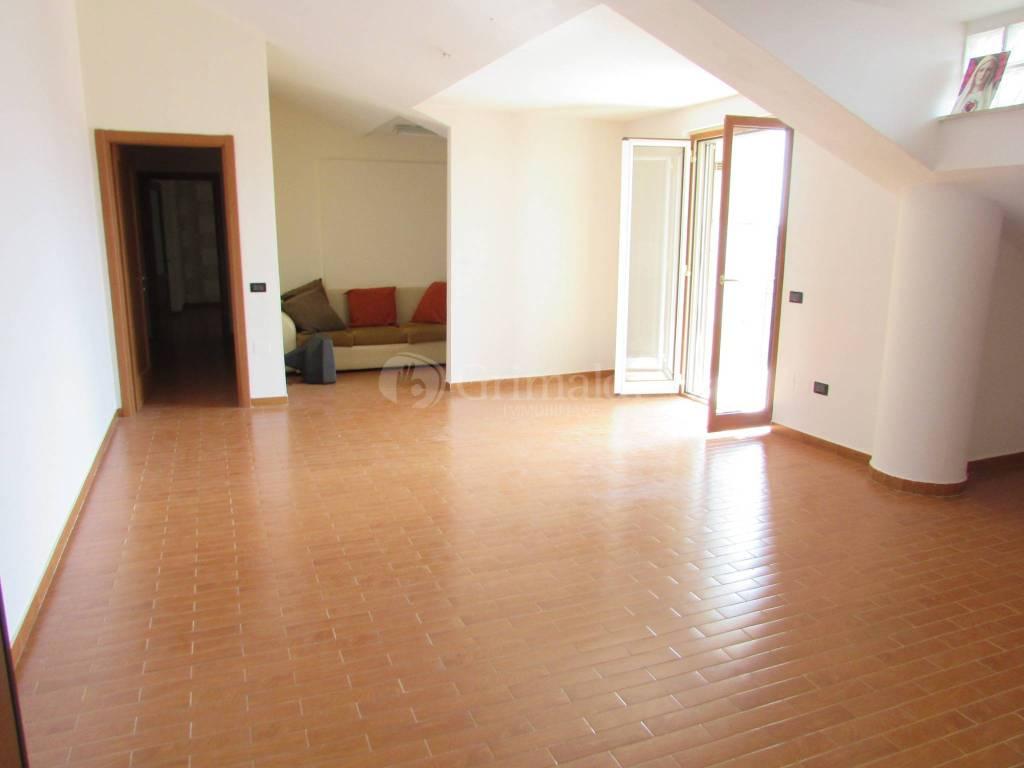 Appartamento in ottime condizioni in affitto Rif. 8444498