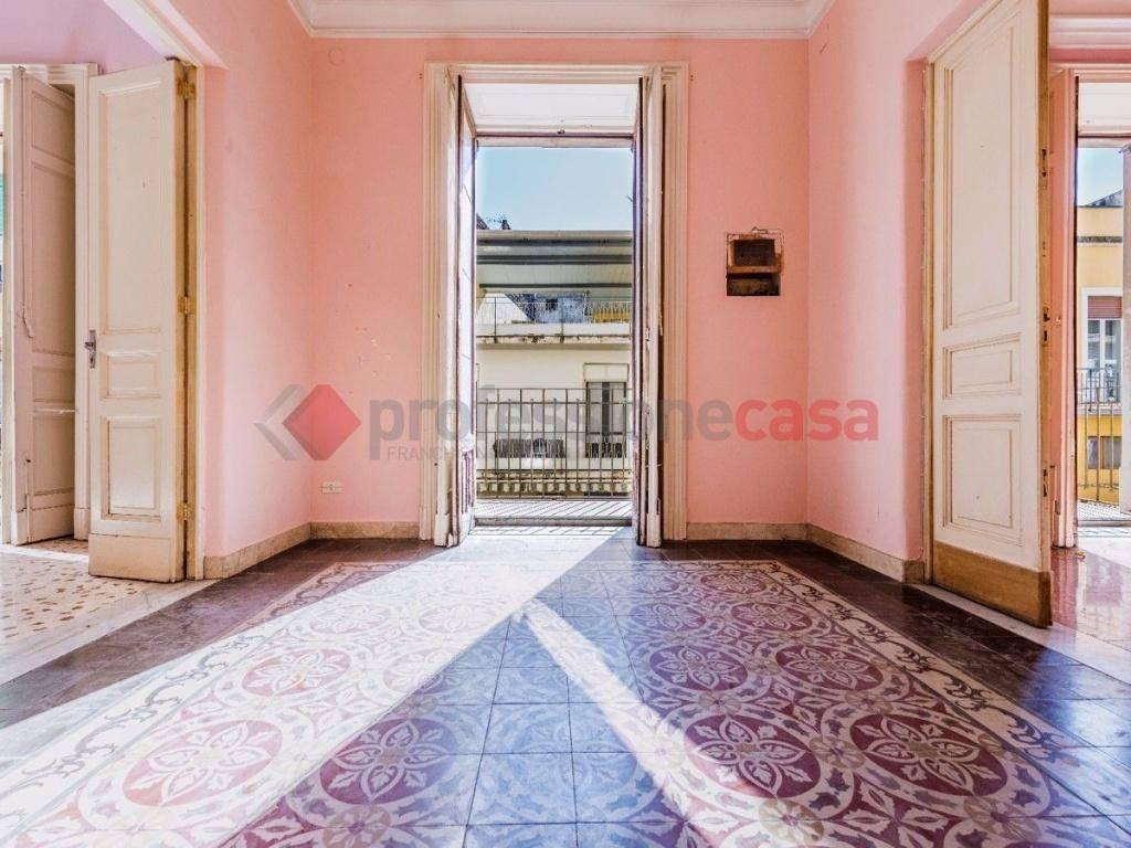 Appartamento in Vendita a Catania Centro: 5 locali, 215 mq