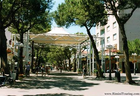 Negozio-locale in Affitto a Riccione Centro: 1 locali, 55 mq