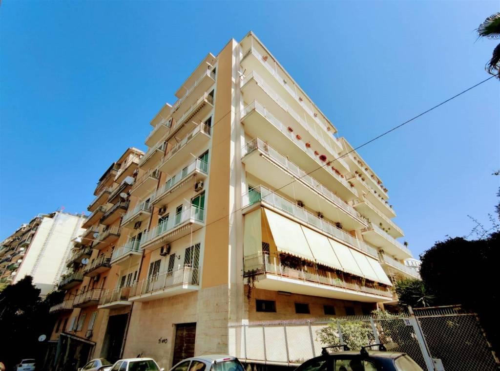 Appartamento in Vendita a Catania Centro: 3 locali, 96 mq