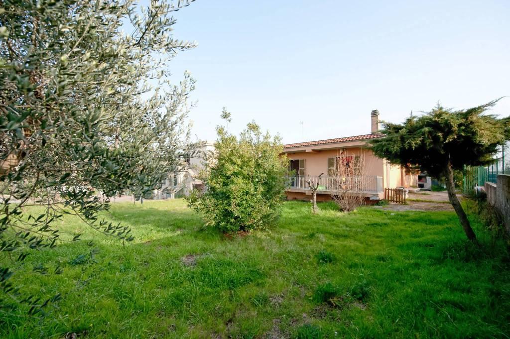 Villa in vendita a Albano Laziale, 6 locali, prezzo € 248.000   CambioCasa.it