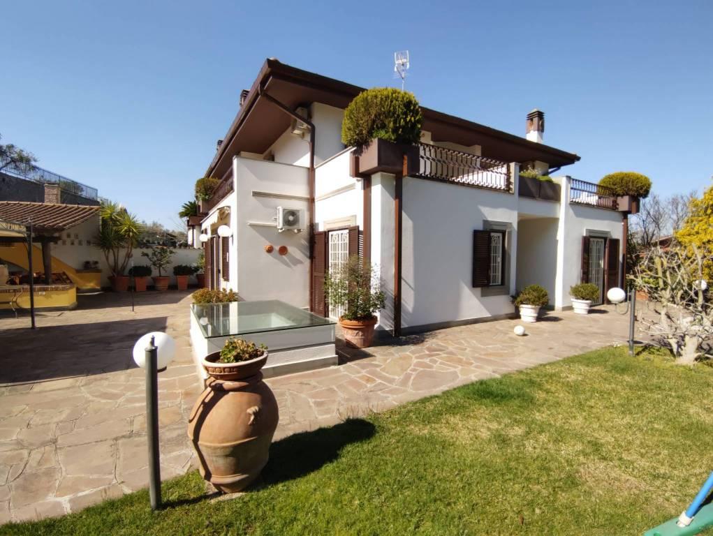 Villa in vendita a Frascati, 9 locali, prezzo € 749.000 | CambioCasa.it