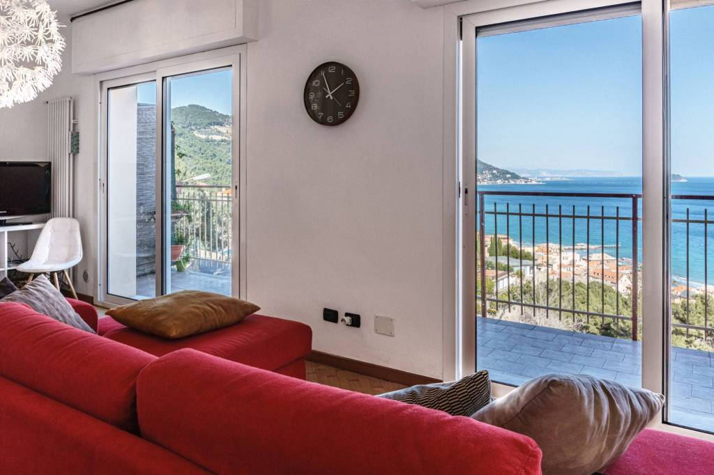 Appartamento in vendita a Laigueglia, 3 locali, prezzo € 360.000   CambioCasa.it