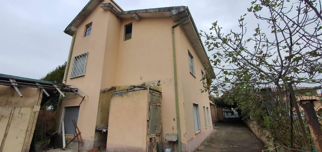 Appartamento in vendita a Saronno, 4 locali, prezzo € 84.000 | CambioCasa.it