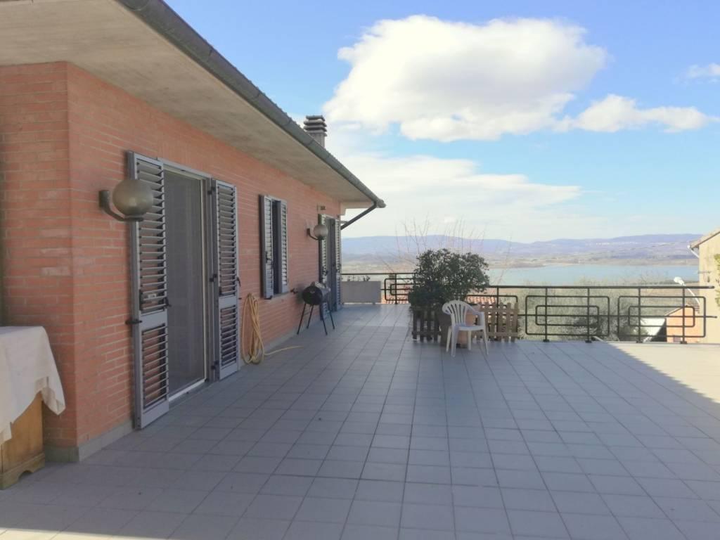Appartamento in Vendita a Castiglione Del Lago Periferia: 5 locali, 155 mq