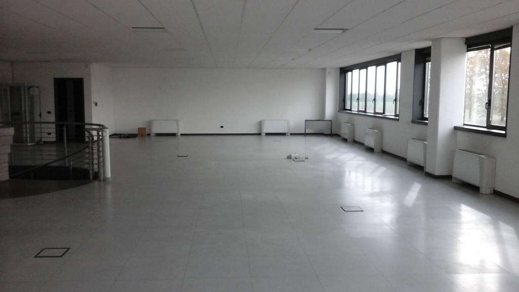 Ufficio / Studio in affitto a Inveruno, 4 locali, prezzo € 2.667   PortaleAgenzieImmobiliari.it