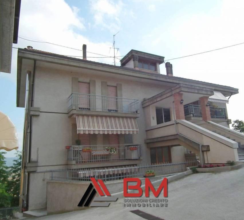 Appartamento in buone condizioni in vendita Rif. 8705353