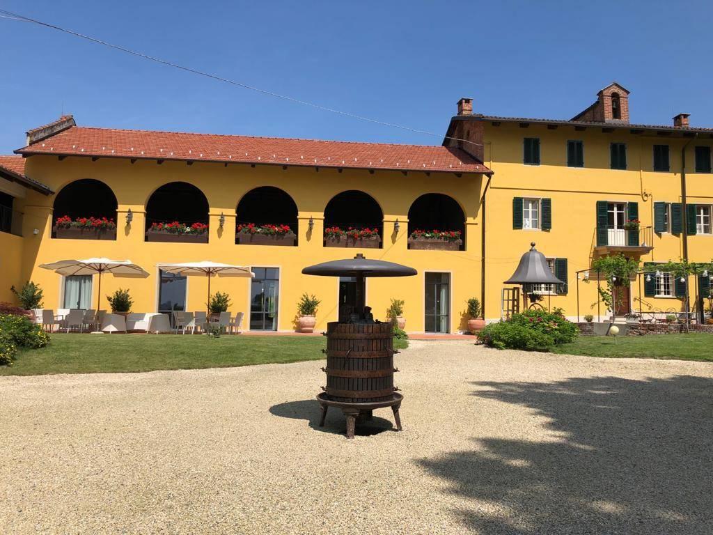 Villa in affitto a Chieri, 6 locali, prezzo € 3.000 | CambioCasa.it