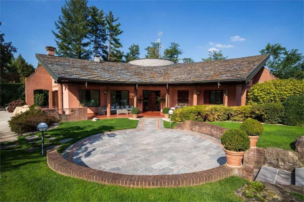 Villa in vendita a Guanzate, 7 locali, prezzo € 1.600.000 | PortaleAgenzieImmobiliari.it