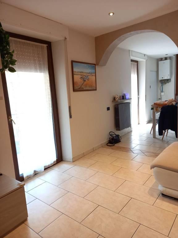 Appartamento in vendita a Vedano Olona, 2 locali, prezzo € 115.000 | CambioCasa.it