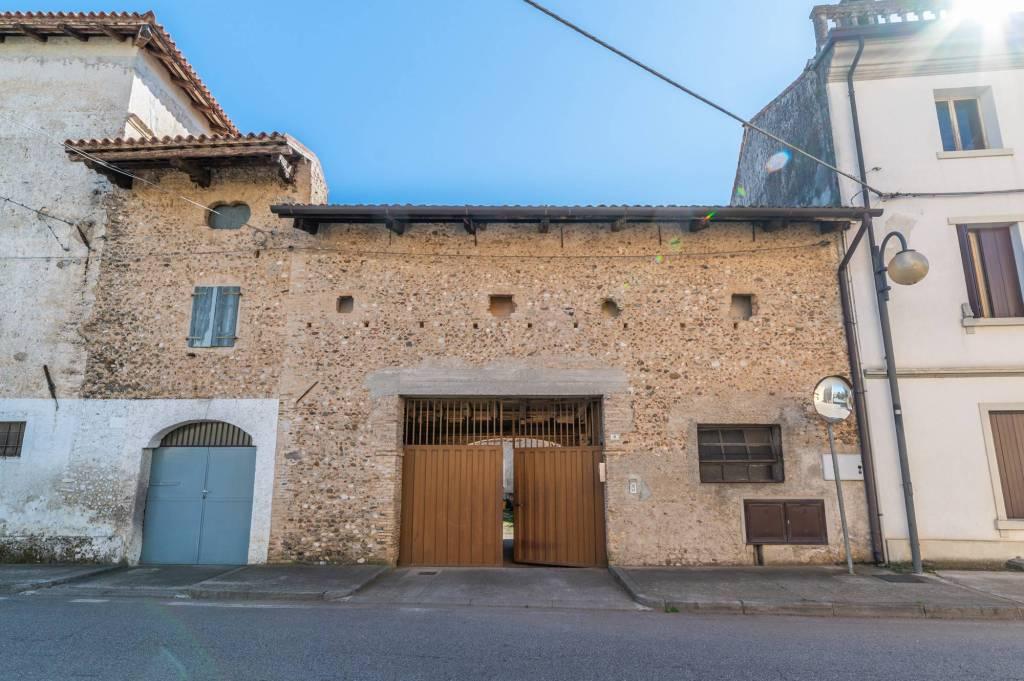 Appartamento in vendita a Codroipo, 8 locali, prezzo € 84.000 | PortaleAgenzieImmobiliari.it