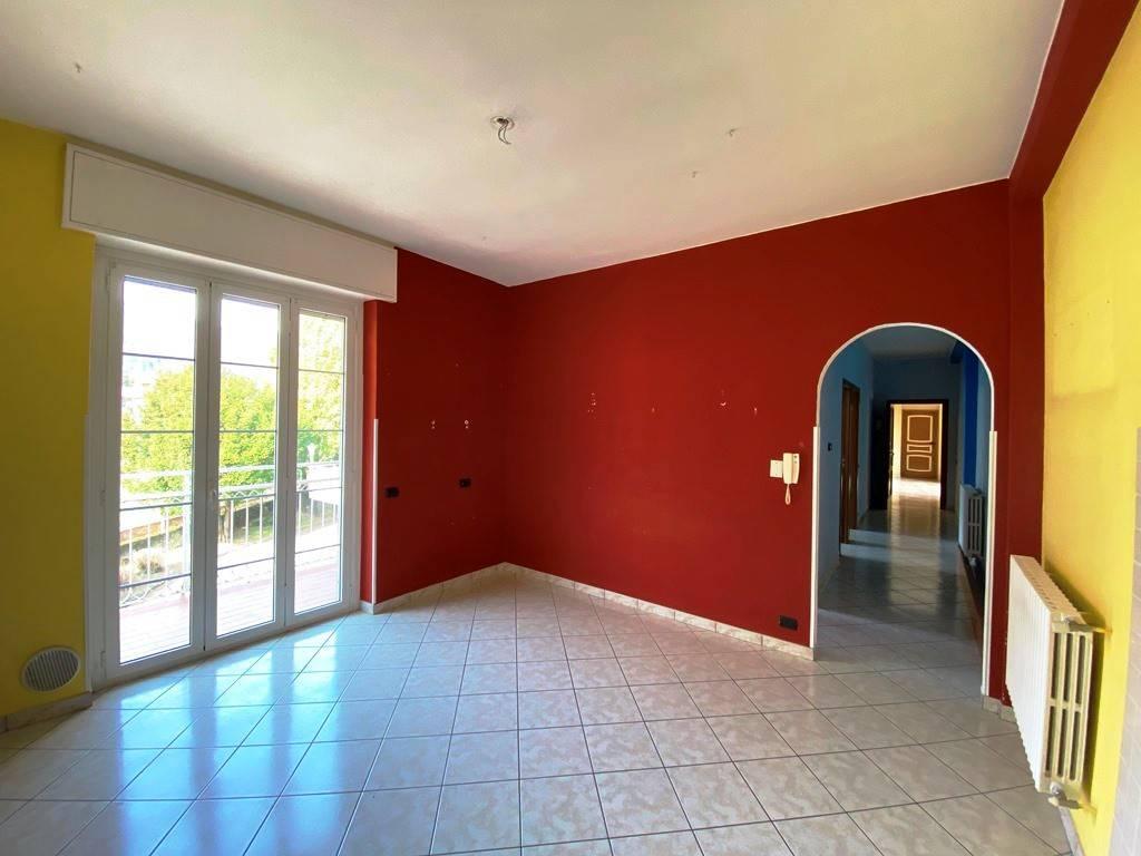 Appartamento in vendita a Valbrona, 3 locali, prezzo € 75.000 | PortaleAgenzieImmobiliari.it