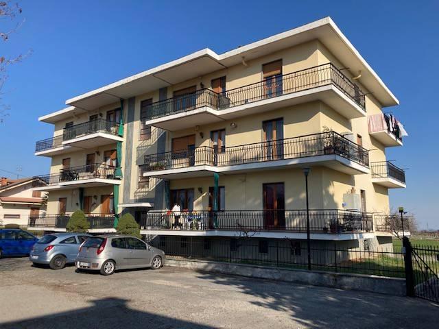 Appartamento in buone condizioni in affitto Rif. 8521846