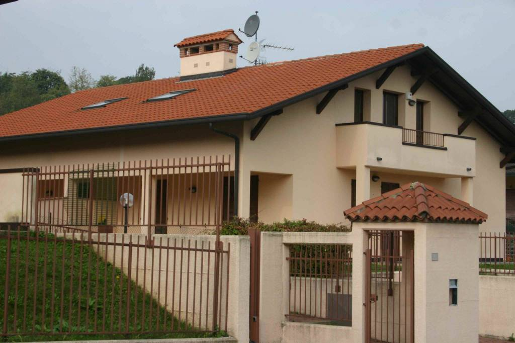Villa in affitto a Azzate, 6 locali, prezzo € 1.300 | PortaleAgenzieImmobiliari.it