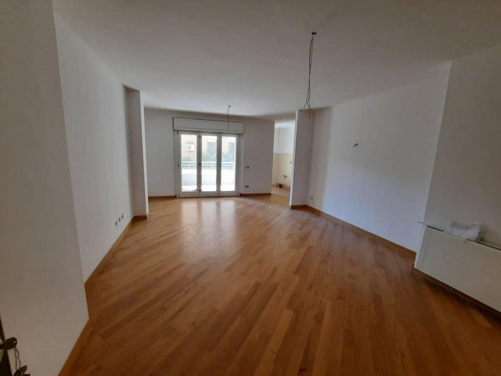 Appartamento in vendita a Latina, 3 locali, prezzo € 278.000 | PortaleAgenzieImmobiliari.it