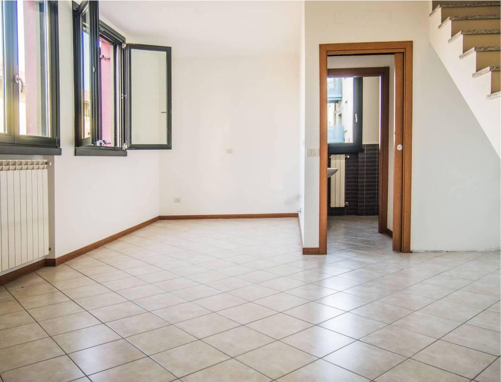 Appartamento in vendita a Rho, 2 locali, prezzo € 120.000   CambioCasa.it