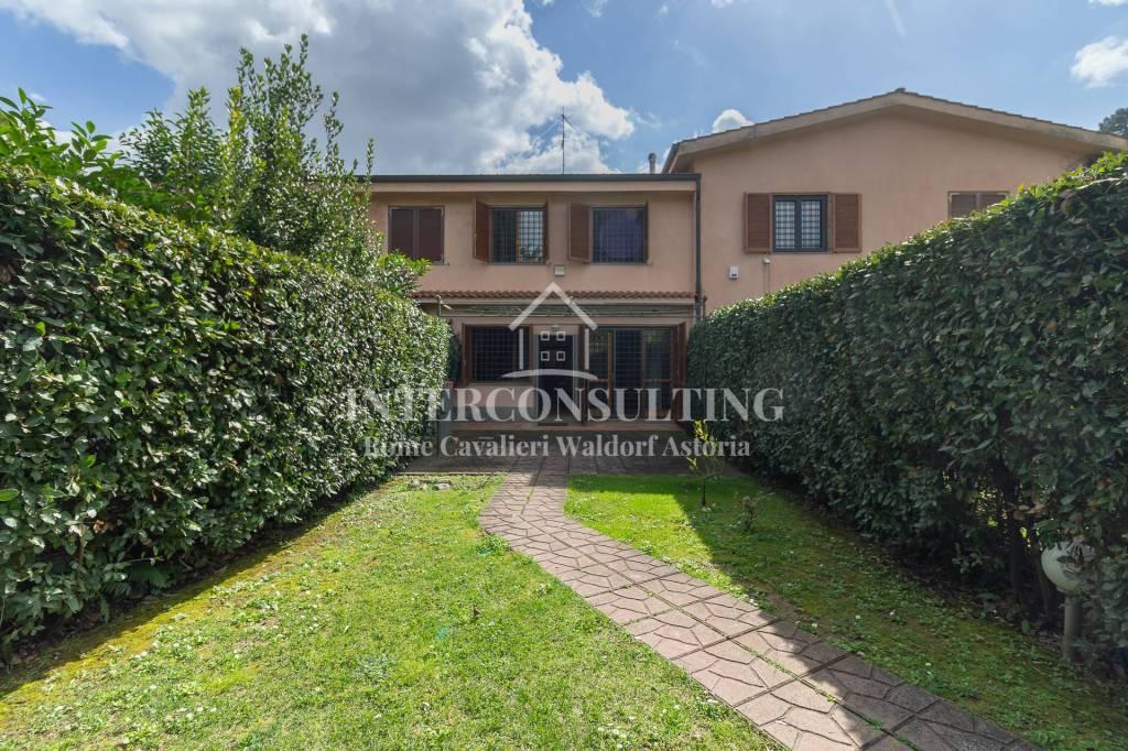 Villa a Schiera in vendita a Roma, 4 locali, zona Zona: 42 . Cassia - Olgiata, prezzo € 360.000 | CambioCasa.it