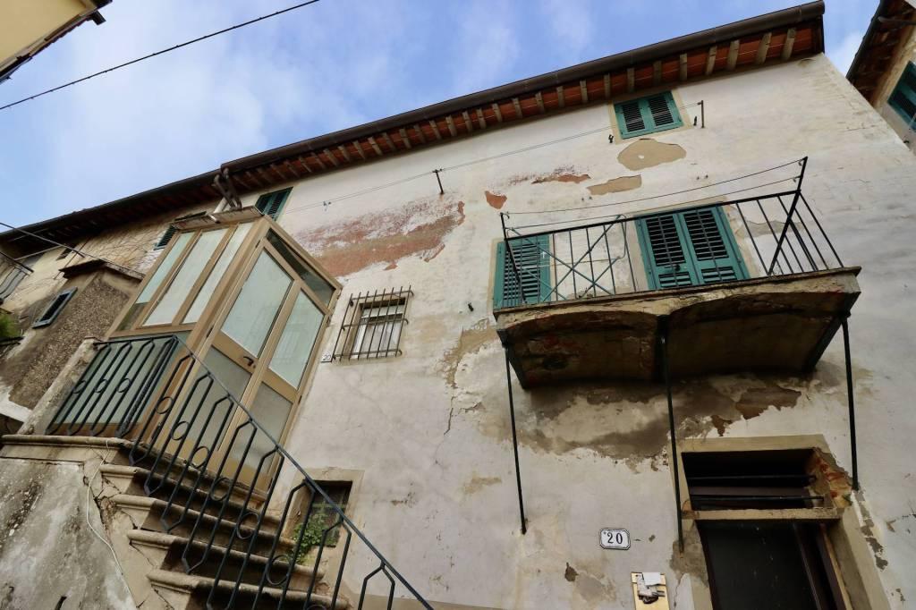 Appartamento in Vendita a Palaia Centro: 4 locali, 100 mq