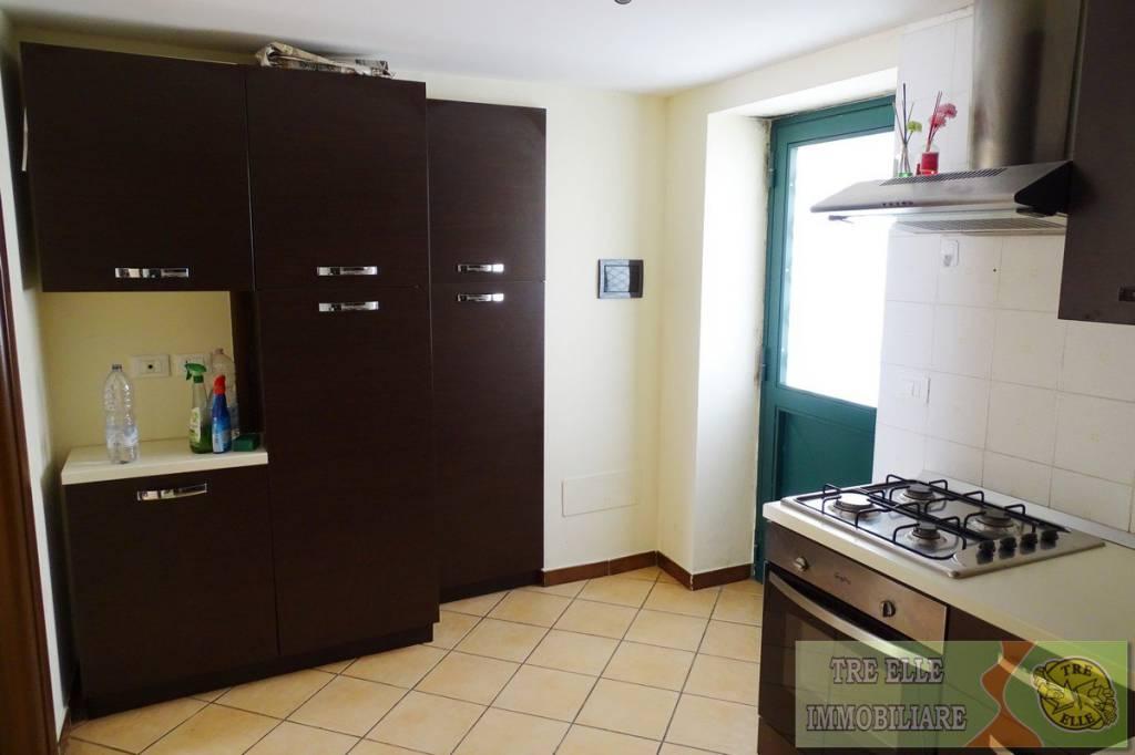 Appartamento in ottime condizioni parzialmente arredato in affitto Rif. 9214432