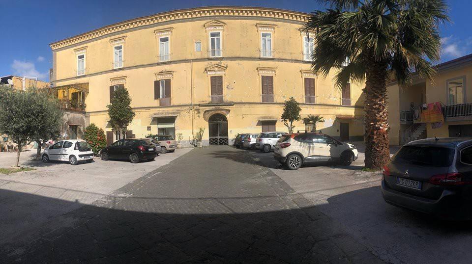 dimora storica ristrutturata con terrazzo