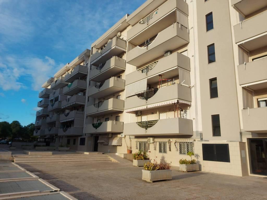 panoramico appartamento con box e posto auto, foto 0