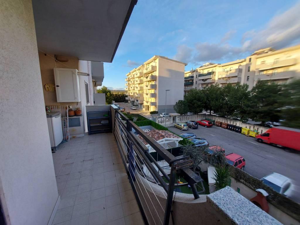 panoramico appartamento con box e posto auto, foto 9