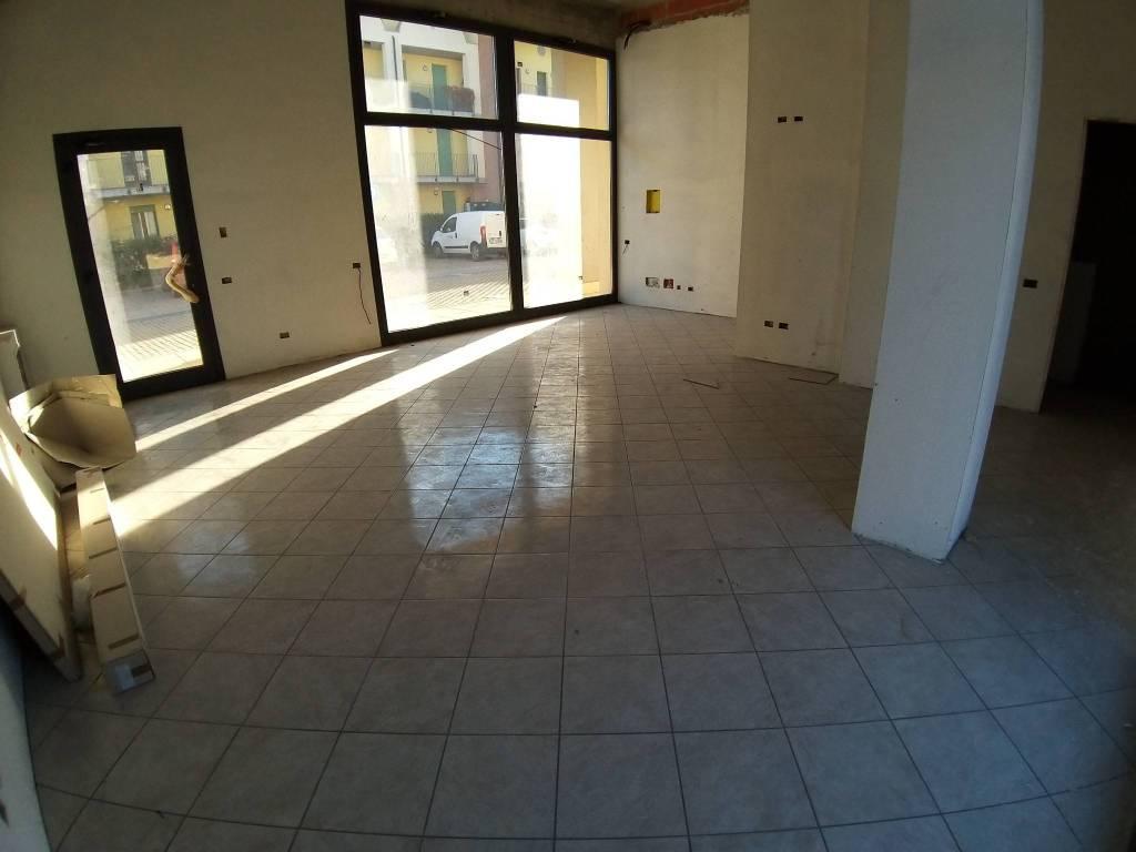 Negozio / Locale in vendita a Fagnano Olona, 2 locali, prezzo € 131.000   PortaleAgenzieImmobiliari.it