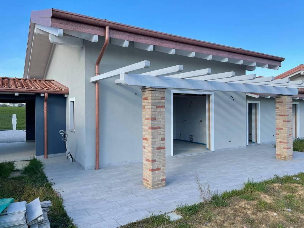 Villa in vendita a Oleggio, 5 locali, prezzo € 250.000 | CambioCasa.it