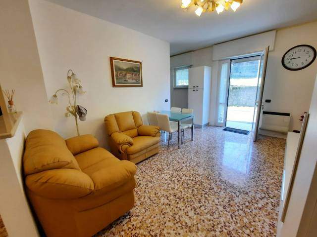 Appartamento in buone condizioni arredato in vendita Rif. 4222560