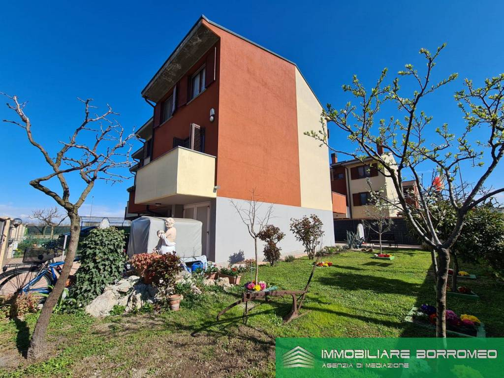 Villa a Schiera in vendita a Carpiano, 6 locali, prezzo € 270.000 | PortaleAgenzieImmobiliari.it
