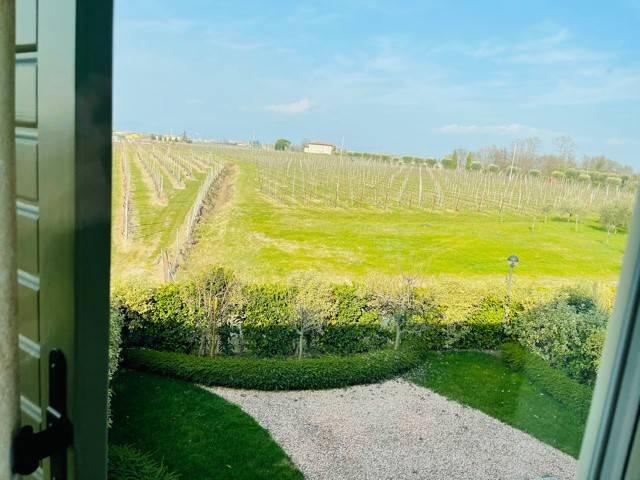Appartamento in vendita a Peschiera del Garda, 4 locali, prezzo € 370.000 | CambioCasa.it