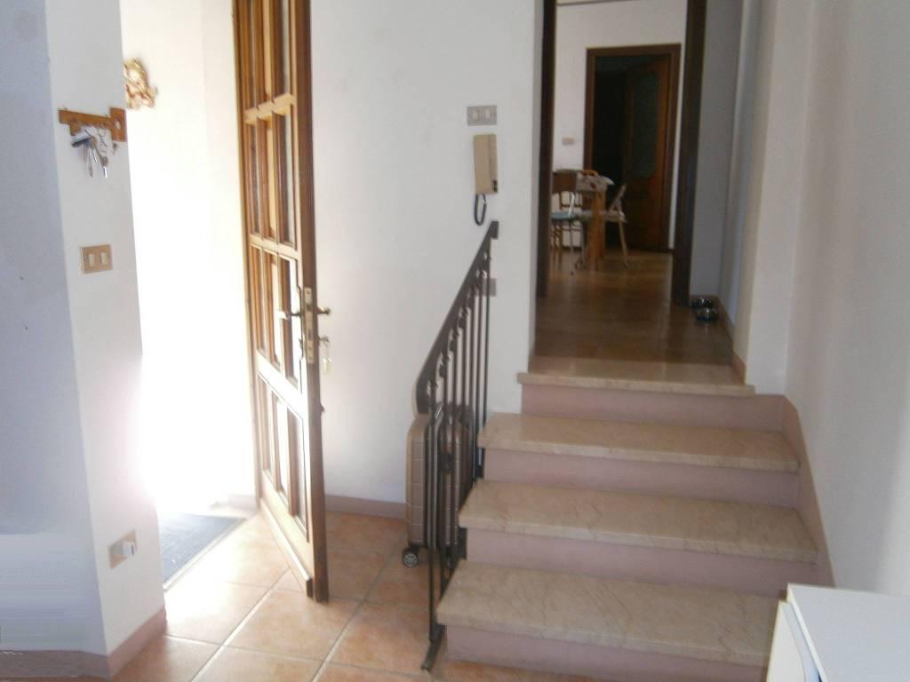 Appartamento in buone condizioni in affitto Rif. 8266729