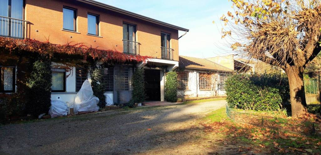 Villa in vendita a Arsago Seprio, 5 locali, prezzo € 420.000   PortaleAgenzieImmobiliari.it