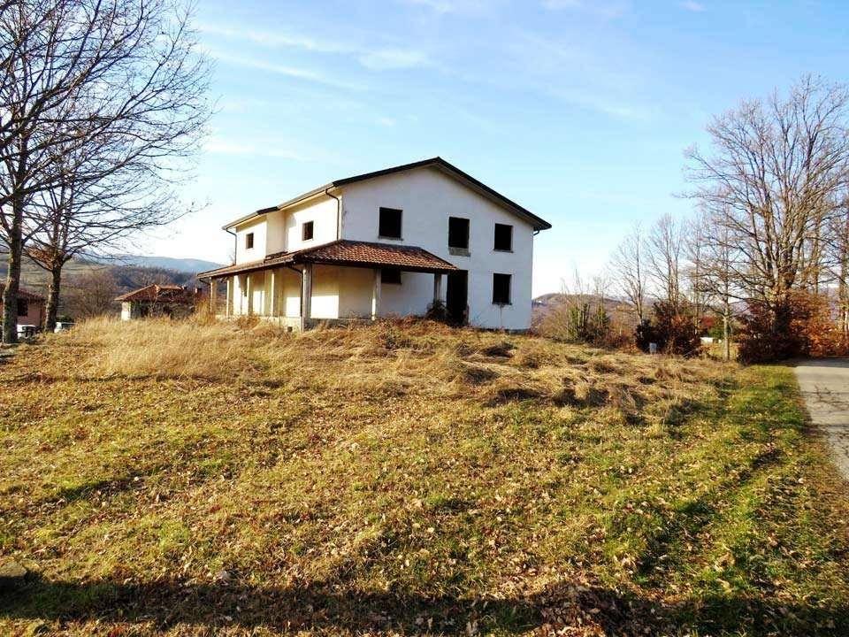 Villa in vendita a Albareto, 9 locali, prezzo € 110.000 | CambioCasa.it