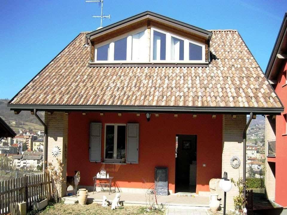 Villa in vendita a Borgo Val di Taro, 8 locali, prezzo € 309.000   CambioCasa.it