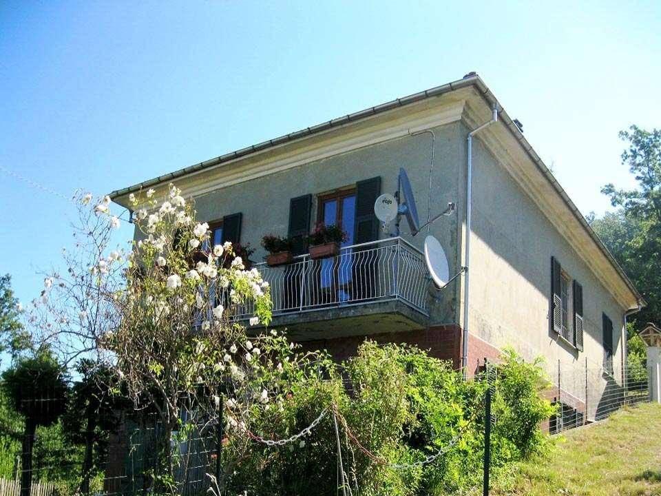 Villa in vendita a Albareto, 8 locali, prezzo € 129.000 | CambioCasa.it