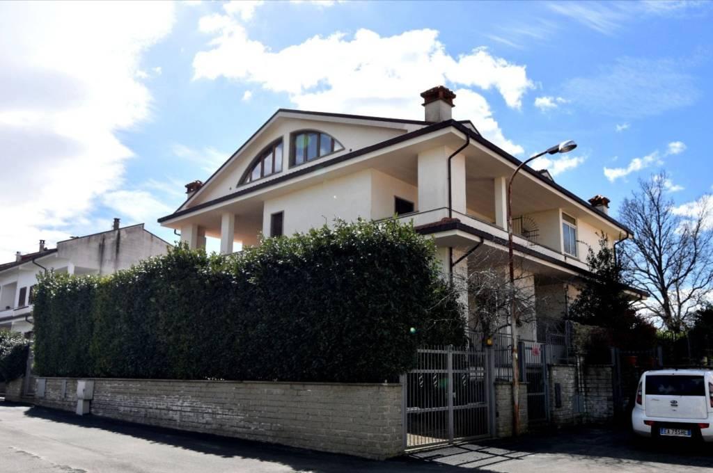 Appartamento in vendita a Vitorchiano, 4 locali, prezzo € 160.000 | PortaleAgenzieImmobiliari.it