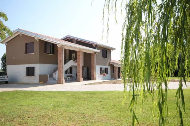 Villa in ottime condizioni parzialmente arredato in vendita Rif. 7255545