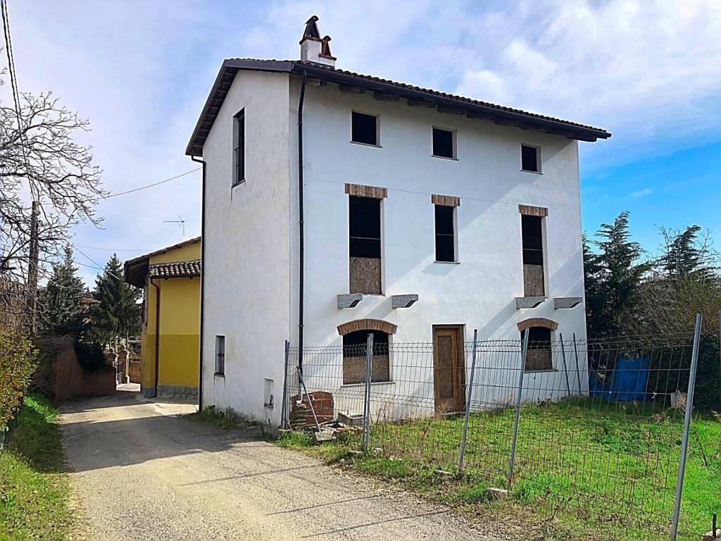 Villa in vendita a Govone, 6 locali, prezzo € 77.000 | CambioCasa.it