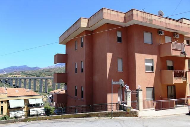 Appartamento in buone condizioni in vendita Rif. 4941486