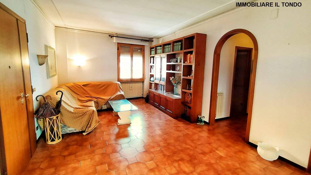 Appartamento in buone condizioni in vendita Rif. 9214245