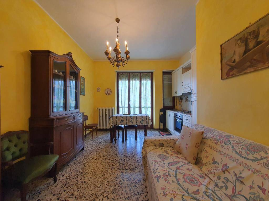 Appartamento in buone condizioni in vendita Rif. 8759902