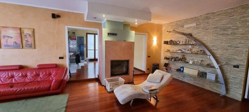 Appartamento in vendita a Pandino, 6 locali, prezzo € 200.000 | CambioCasa.it