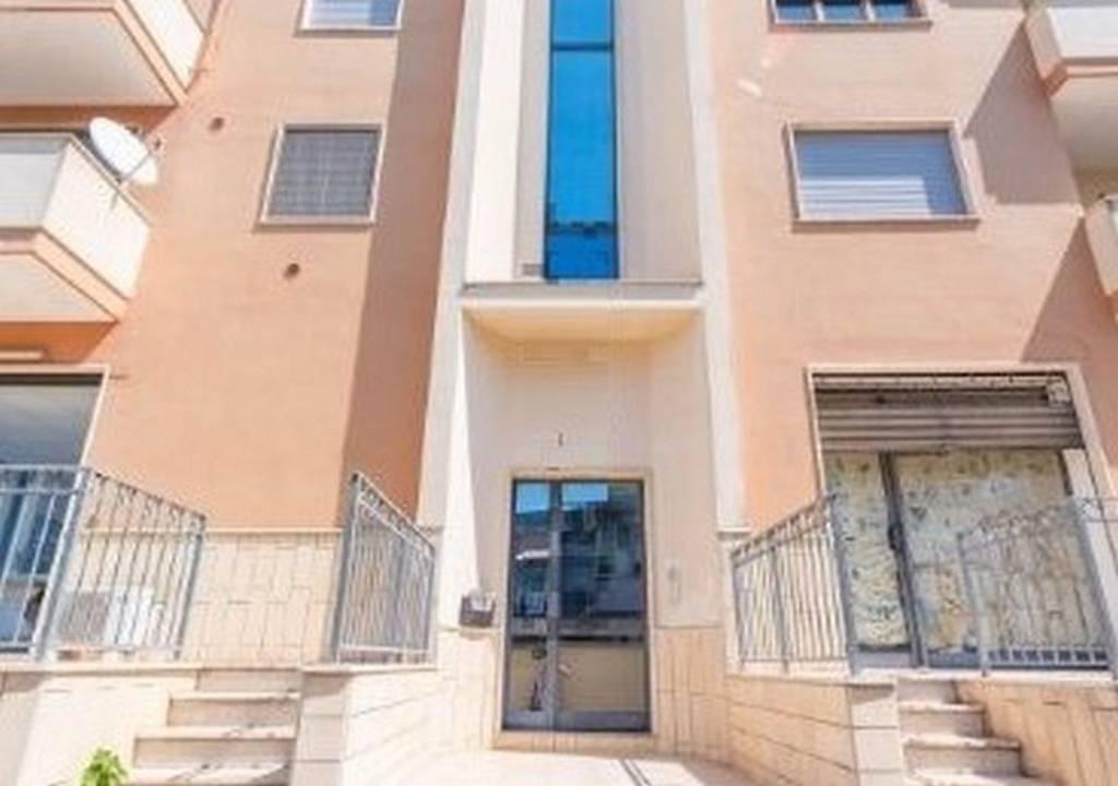 Appartamento in buone condizioni in vendita Rif. 7557926
